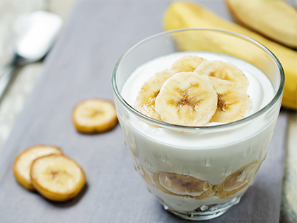 Yogurt with bananas.